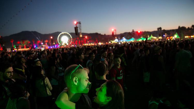 la-coachella-crowd-la0028033679-20150412