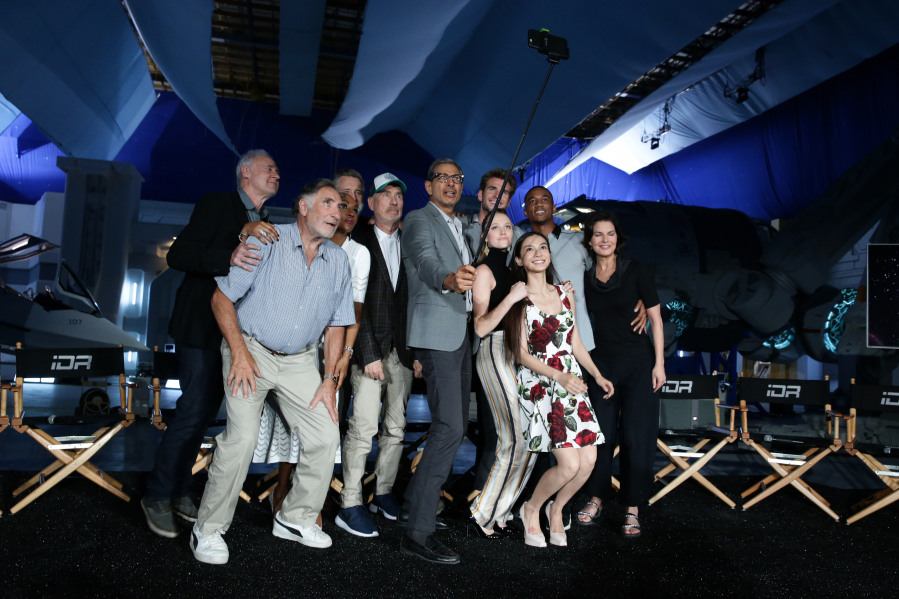 "EXCLUSIVE - Brent Spiner, Judd Hirsch, Vivica A. Fox, Bill Pullman, Director/Writer Roland Emmerich, Jeff Goldblum, Liam Hemsworth Maika Monroe, Grace Huang, Jessie Usher and Sela Ward seen at the ""Independence Day Resurgence"" Global Production Event on Monday, June 22, 2015, in Albuquerque, New Mexico. (Photo by Eric Charbonneau/Invision for Twentieth Century Fox/AP Images)"