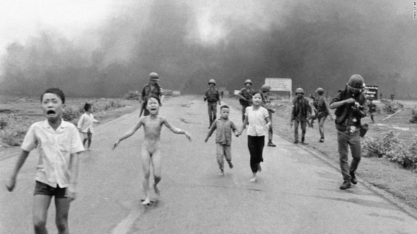 A scene from the 1959-1979 Vietnam War. The nude girl's back had been completely scorched by fire. This picture pulled people's heartstrings, and it surely inspired others to fight for peace. The image helped create strong public desire to end the Vietnam War. (Photo courtesy of CNN).