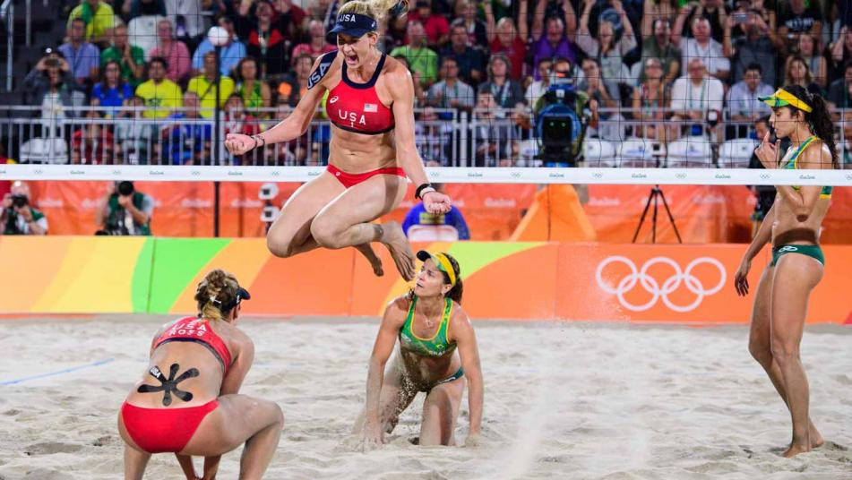 USA's April Ross and Kerri Walsh-Jennings beat Brazil's Talita and Larissa for bronze at the 2016 Rio Olympics.