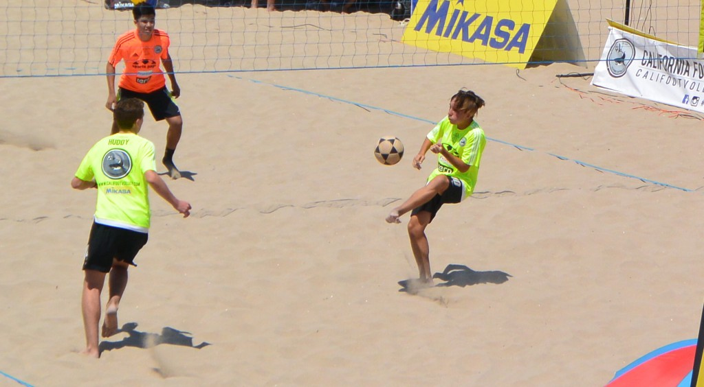 This past weekend, the first southern California youth footvolley tournament took to the sands of Huntington Beach.