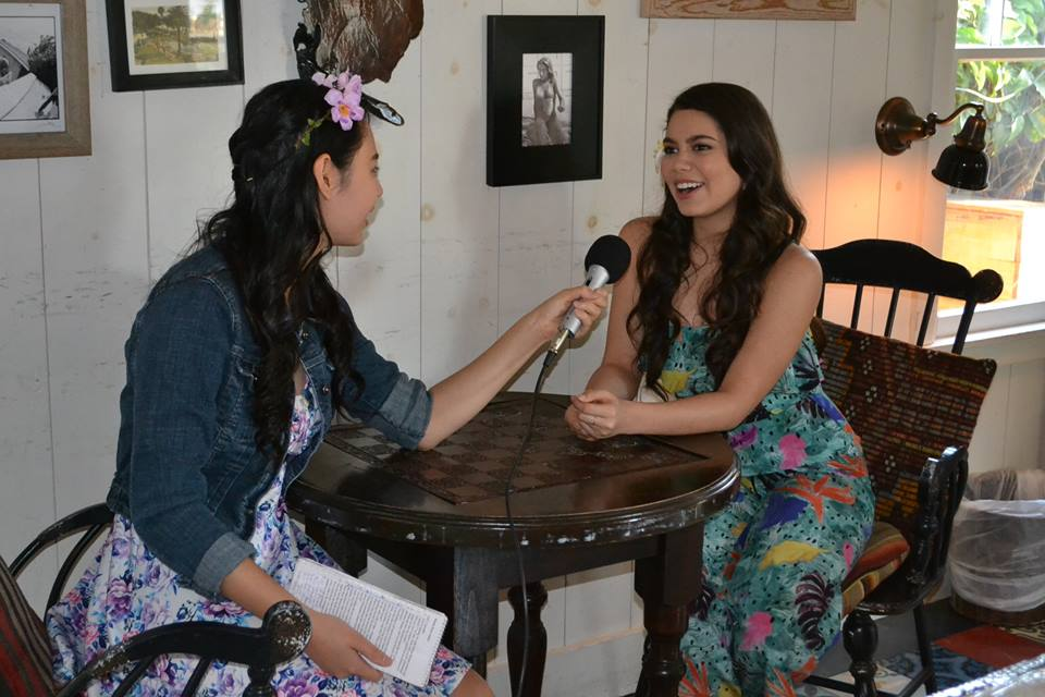 Reporter Cassandra Hsiao interviews Auli'i Cravalho at the Moana Press Conference.