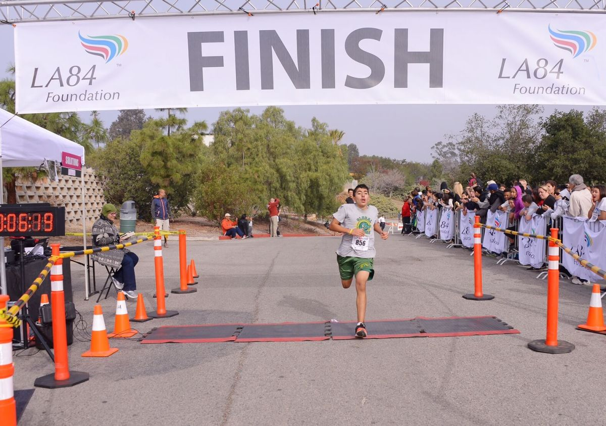 Eider Martinez of Global Middle School dashes through the finish for the victory. Courtesy: Jon Soohoo/LA84 Foundation