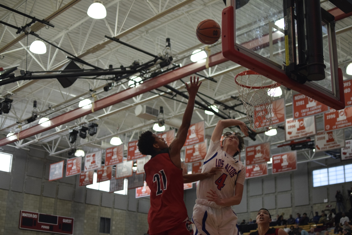 Jalen Hill dunks on a Conqueror defender. Caleb Ragan/LA Times High School Insider