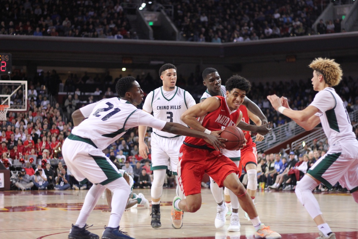 Mater Dei's Justice Sueing drives to the hoop. Blake Atwell/ LA Times HS Insider