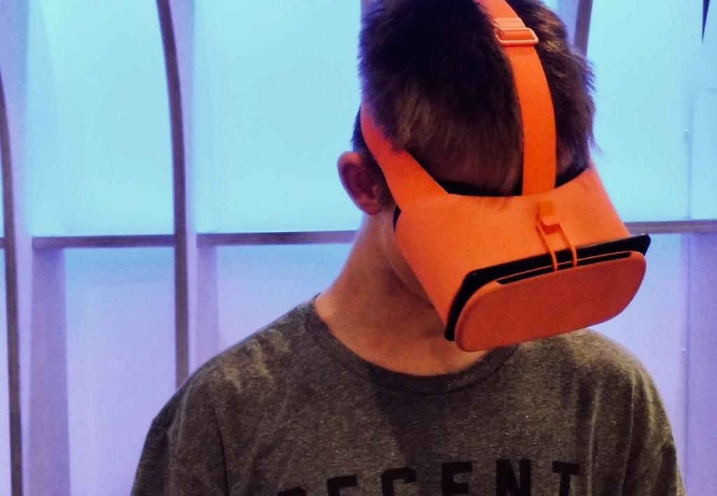 google daydream view decent human1 New Wireless VR Coming 2018