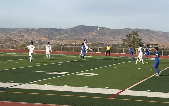20171231 151253254611465 Golden Valley Boys Soccer Adapts Under New Coach