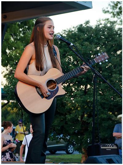 abbie 4968 page 001 High school celebrity: Iowa City West junior Abbie Callahans singer songwriter journey